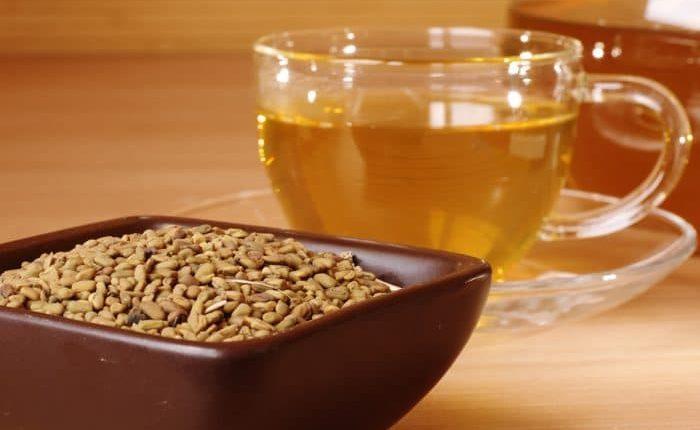 طريقة عمل شاي الحلبة بالعسل ، شاي الحلبة بجوزة الطيب