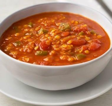 طريقة عمل شوربة العدس مع الطماطم الساخنة