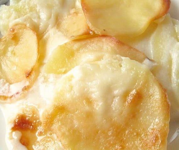 طريقة عمل بطاطس بالبشاميل والجبنة الشيدر بدون لحم