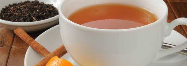 شاي قشر البرتقال بالقرفة والعسل في أيام الشتاء الباردة