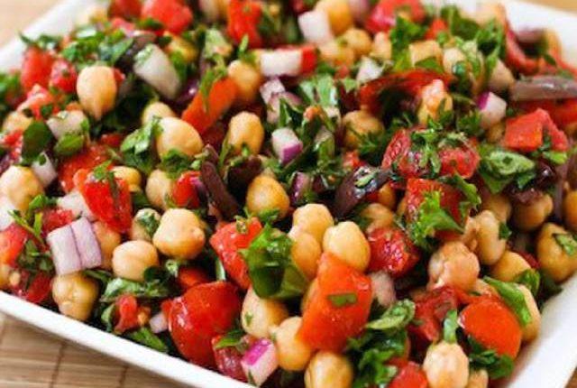 طريقة عمل سلطة الحمص بالخضروات – الطماطم والخيار