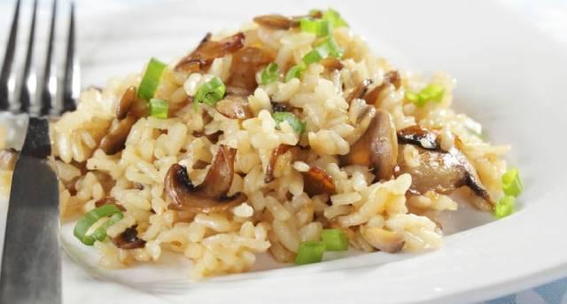 طريقة عمل أرز بالمشروم والخضار سهلة وسريعة
