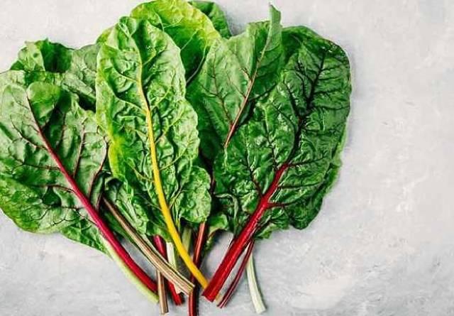 أفضل 5 خضروات ورقية خضراء اللون مفيدة للجسم