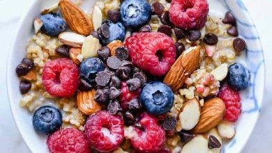 وصفة الشوفان المخبوز مع التوت واللوز على الإفطار
