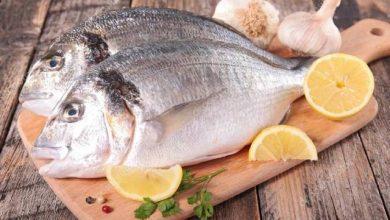 كيف تنظفين السمك والتخلص من رائحته في المنزل