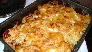 صينية بطاطس بالبشاميل واللحم المفروم في الفرن
