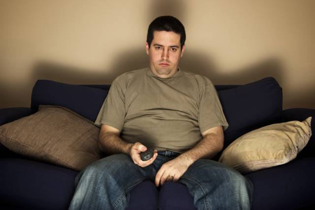 5 أماكن تساهم في زيادة وزنك أهمها التلفاز