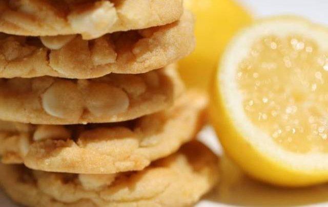 كوكيز الشوكولاتة البيضاء والليمون سهلة ولذيذة