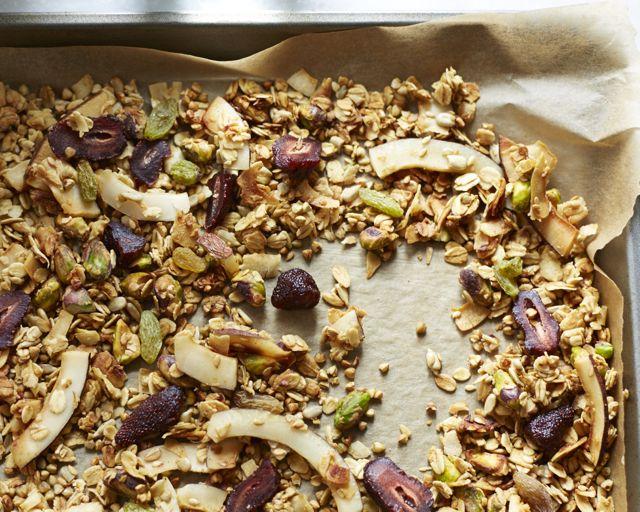 جرانولا الحنطة السوداء مع الفراولة وجوز الهند خالية من الجلوتين