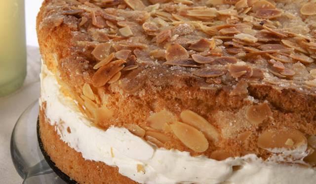 طريقة عمل كيكة العسل الألمانية  Bienenstich Cake