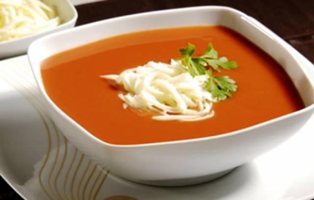طريقة عمل حساء الطماطم بدون حليب – شوربة طماطم سهلة وعادية