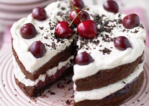 أفضل 5 أنواع الكريمة لتزيين الكيك ونصائح لعمل كريمة مخفوقة جامدة
