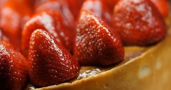 5 وصفات حلويات بالفراولة للصيف سهلة ولذيذة
