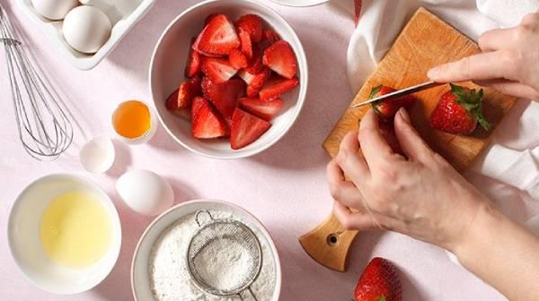 5 وصفات حلويات بالفراولة ونكهات الفراولة للصيف سهلة ولذيذة